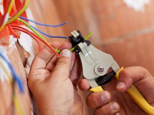 فني كهربائي منازل الكويت 55773600 كهربائي 24 ساعة
